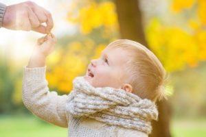 Glückliches Kleinkind