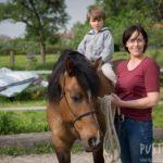 Gesine Herzog mit Pferd Camillo und einem Jungen